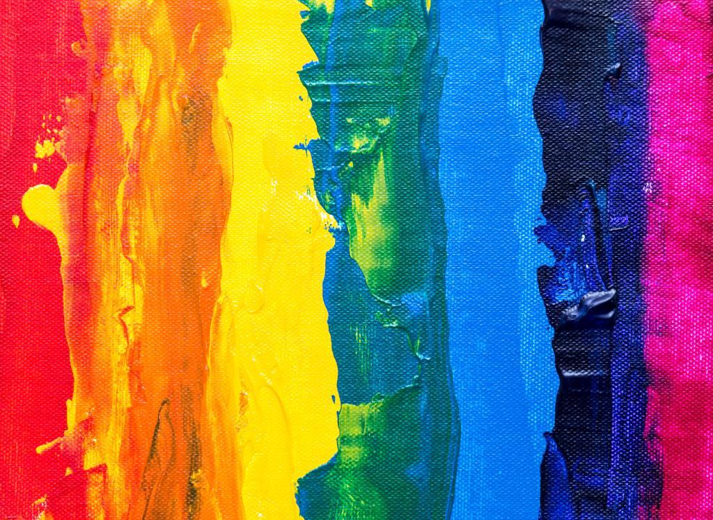 Kuvassa sateenkaaren värit maalattuna pystyraitoina.